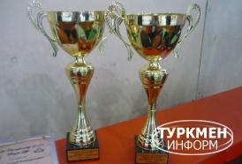 http://www.turkmeninform.com/set/Novosti_v_MIRE/WDFPF/kubki_bairama.jpg